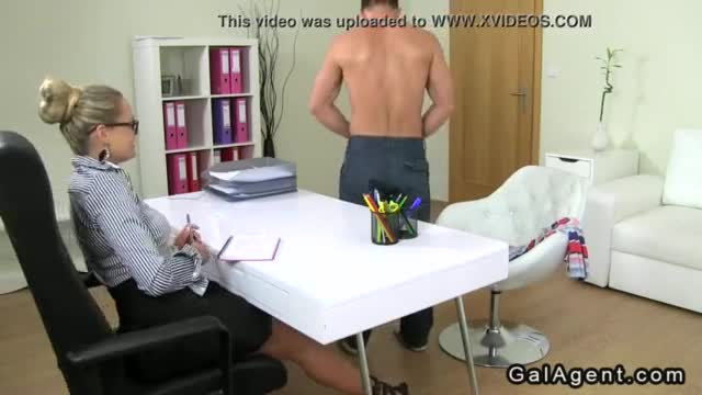 Arabian guy diging is dick in a muscled sexy guy