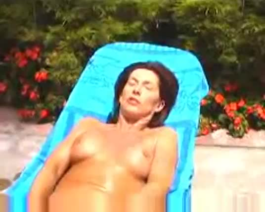 Outdoors sexy older woman from milfaholico